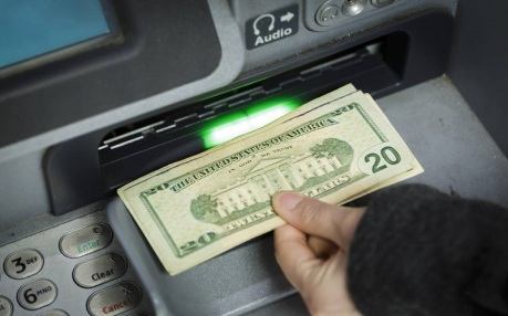 Traders Bet Dollar Will Keep Climbing